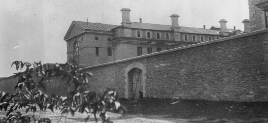 The old Carleton Country Gaol (photo: www.hihostels.ca)