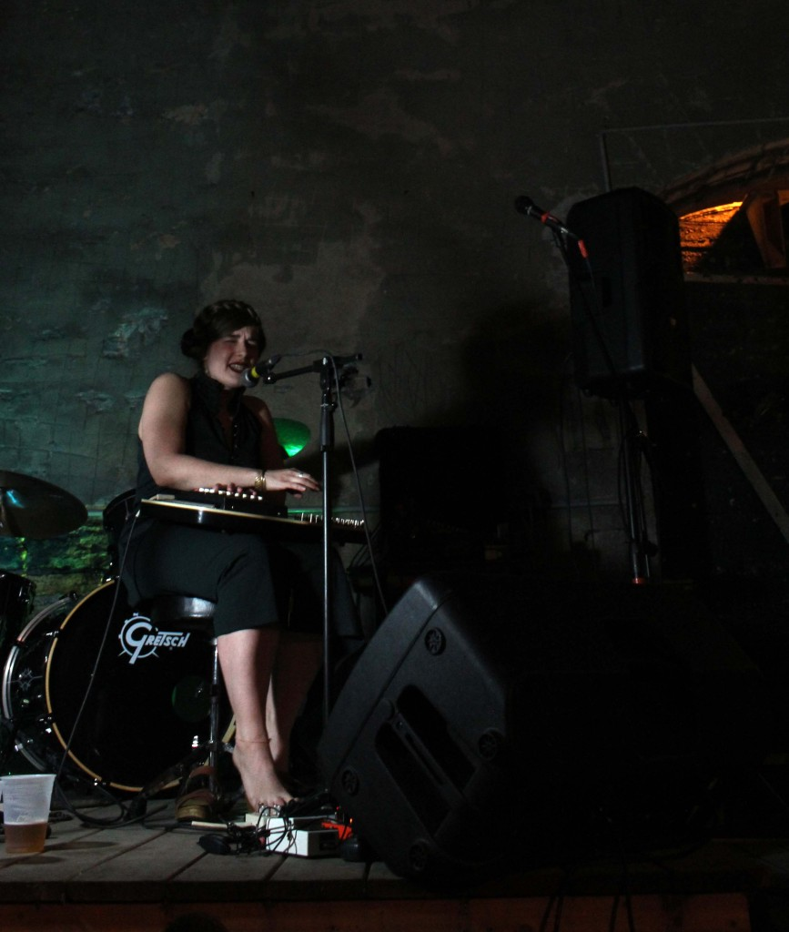Her Harbour playing in the Mugshots' courtyard in Ottawa, ON. Photo: Eric Scharf
